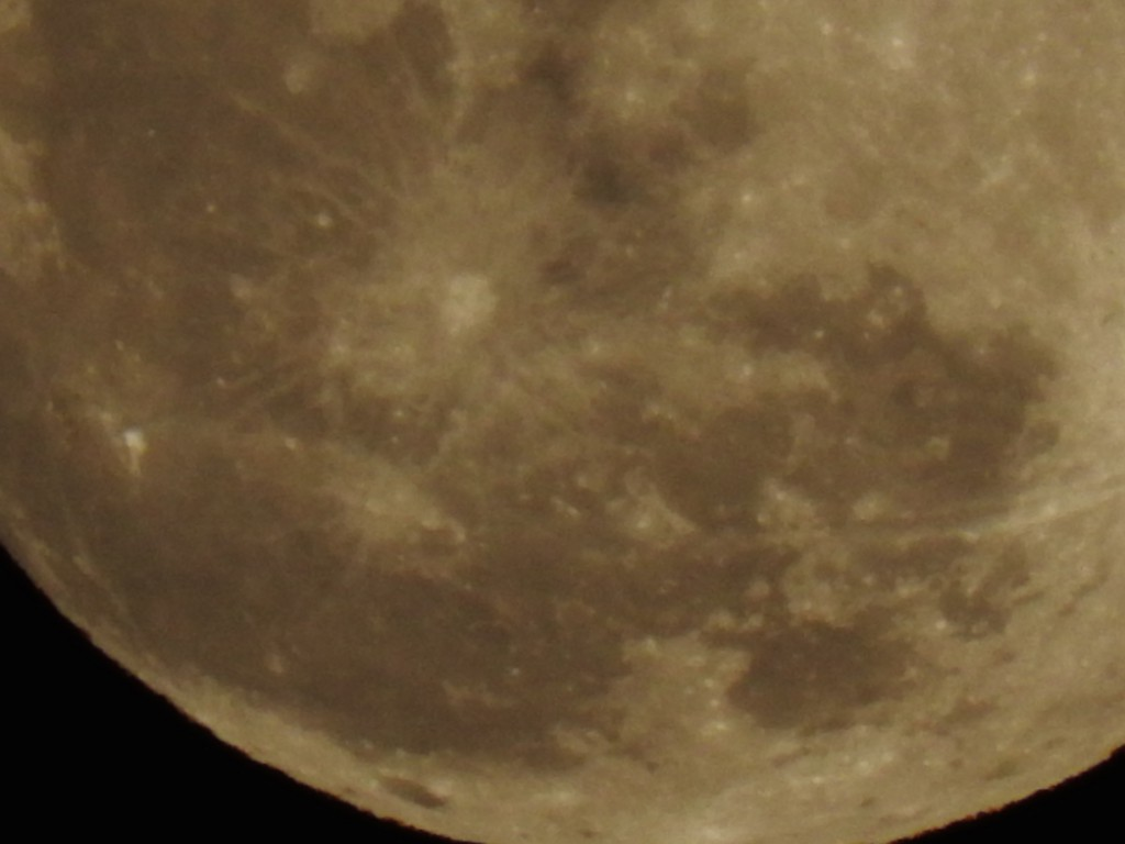クリスマスの満月をニコンP610で撮ってみました