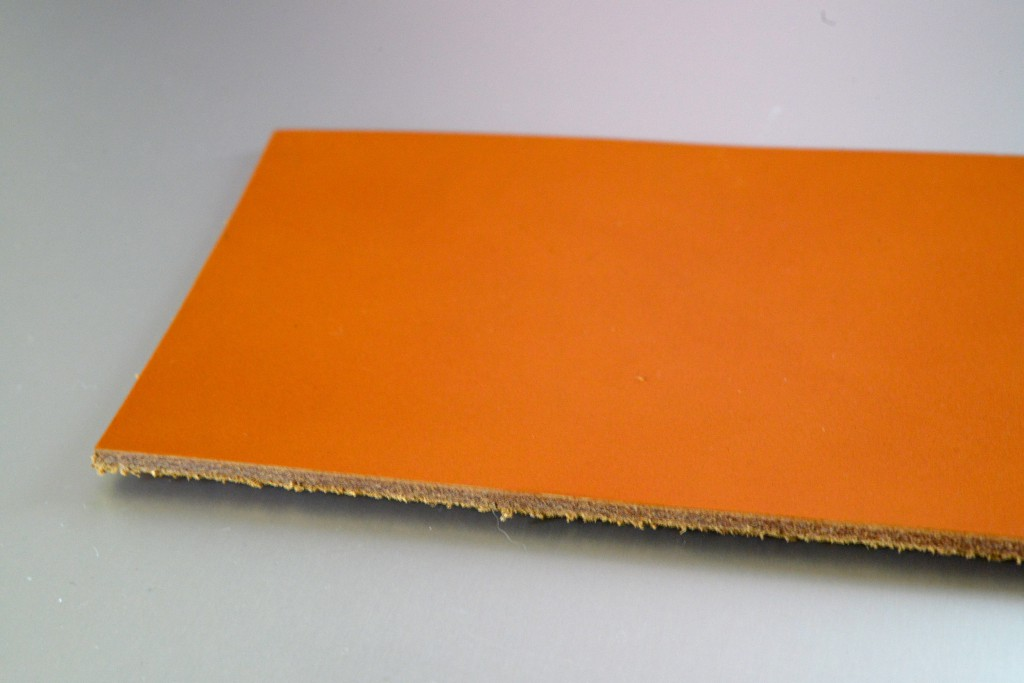 【Podea】革へのレーザー彫刻