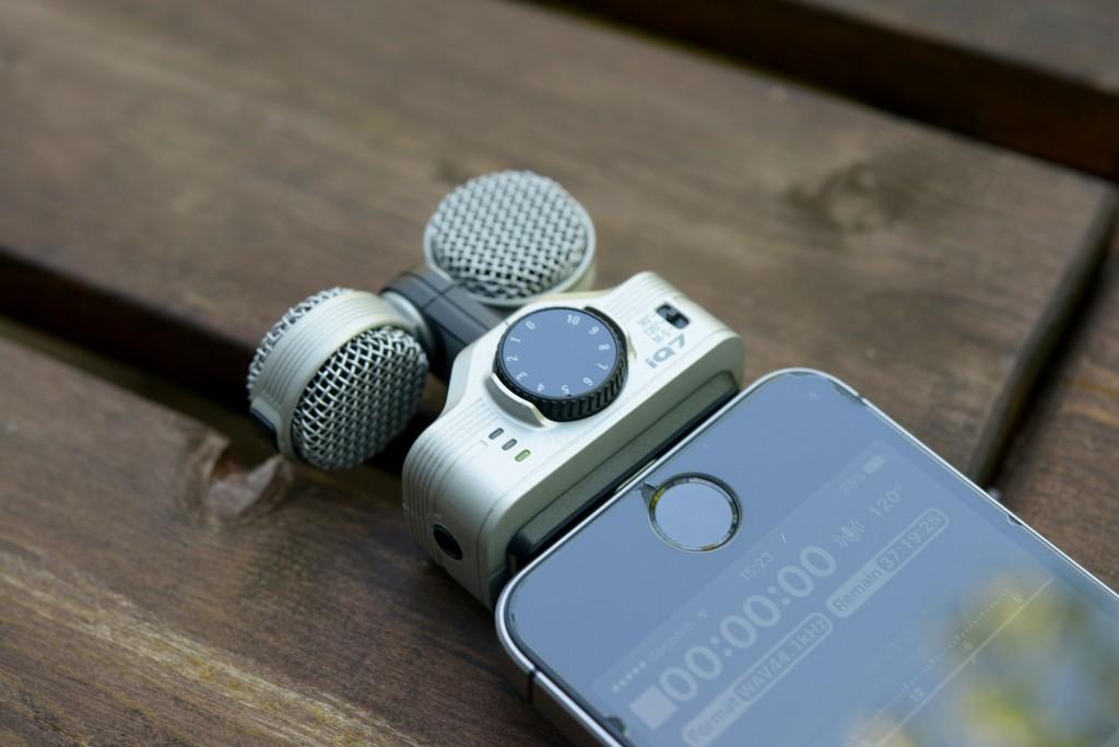 iPhone用マイク「ZOOM iQ7」