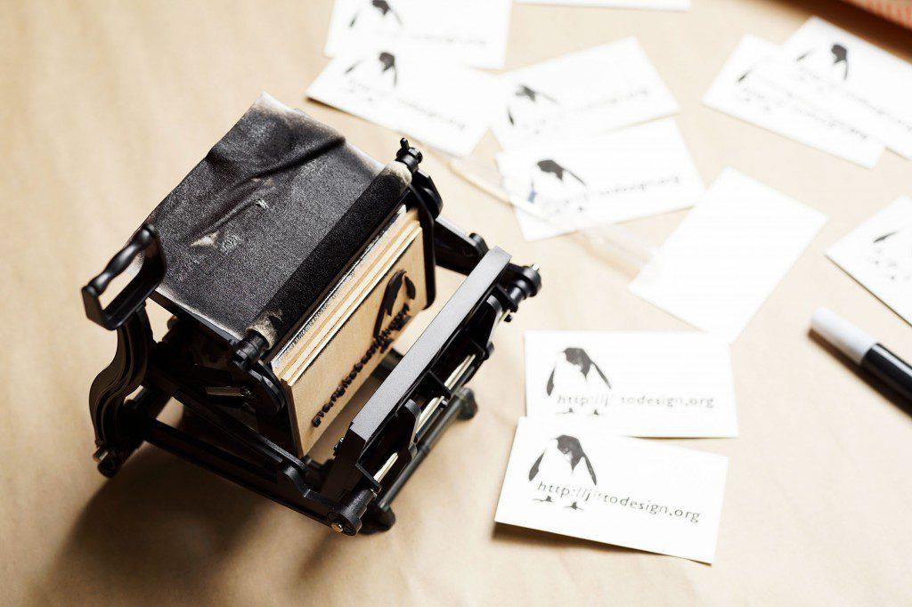 大人の科学マガジン「小さな活版印刷機」に木版を使って印刷してみた
