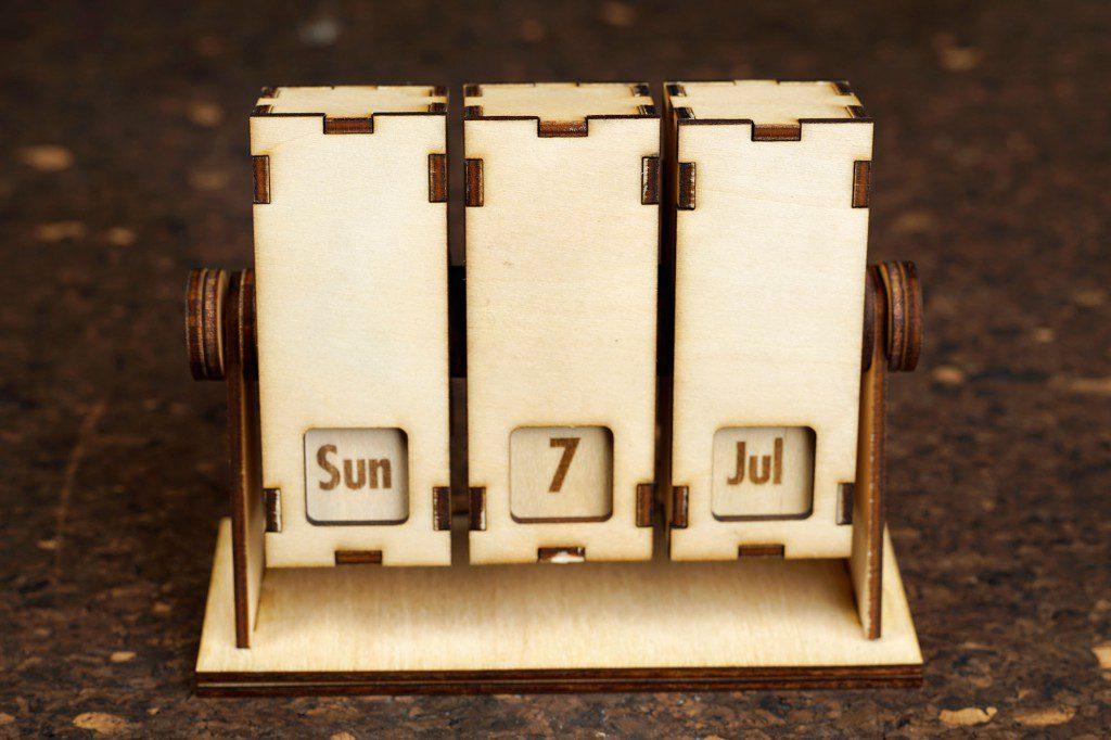 レーザーカッターで作る回転式カレンダー