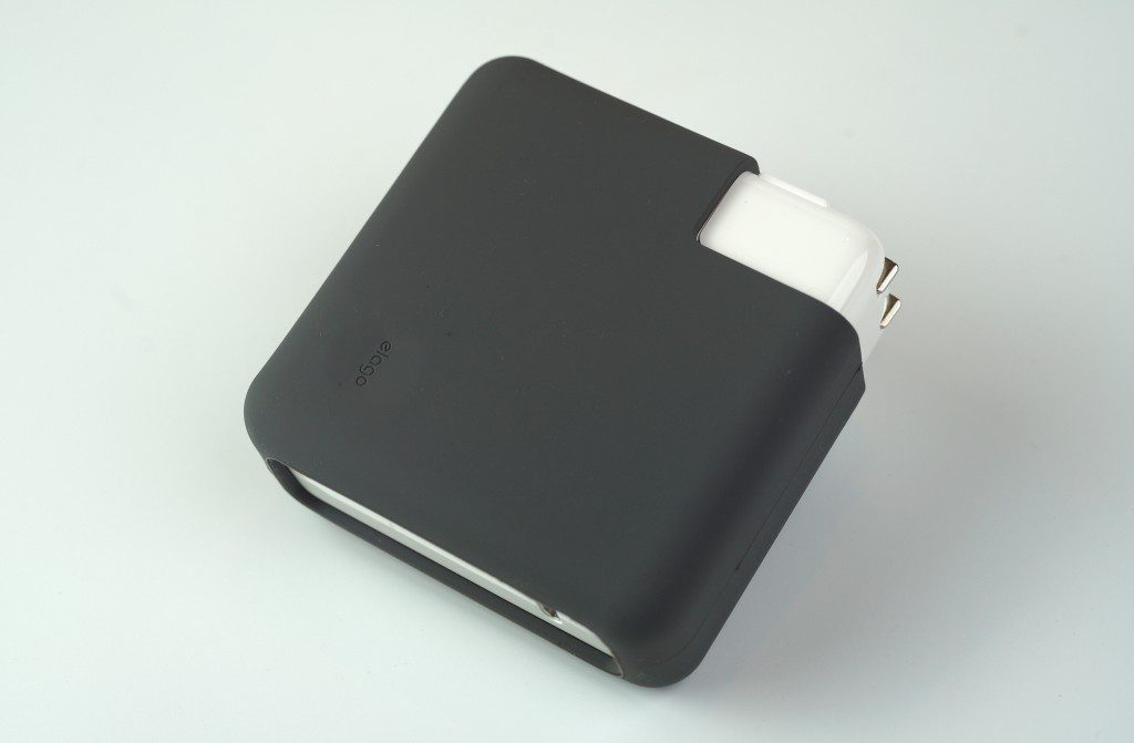 MacBook Proの電源アダプタを傷から守る「elago MacBook Charger Cover」