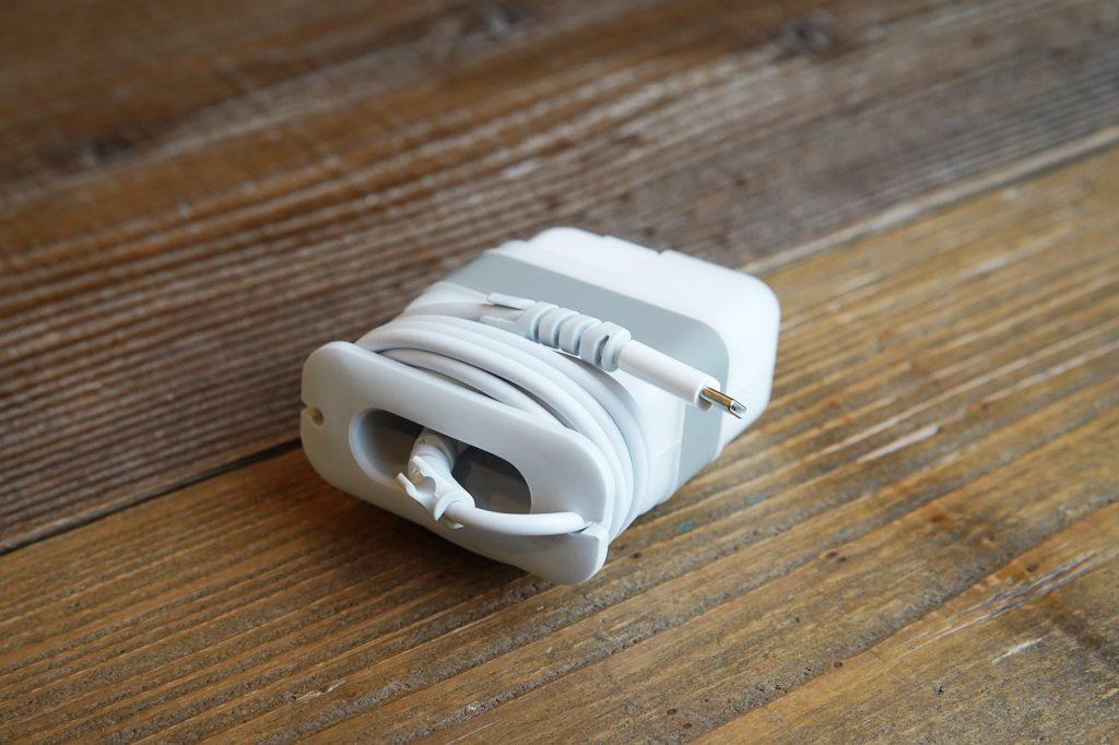 MacBook Airの電源アダプタと充電コードを整理できるLopnordのTravel Wire Organizer