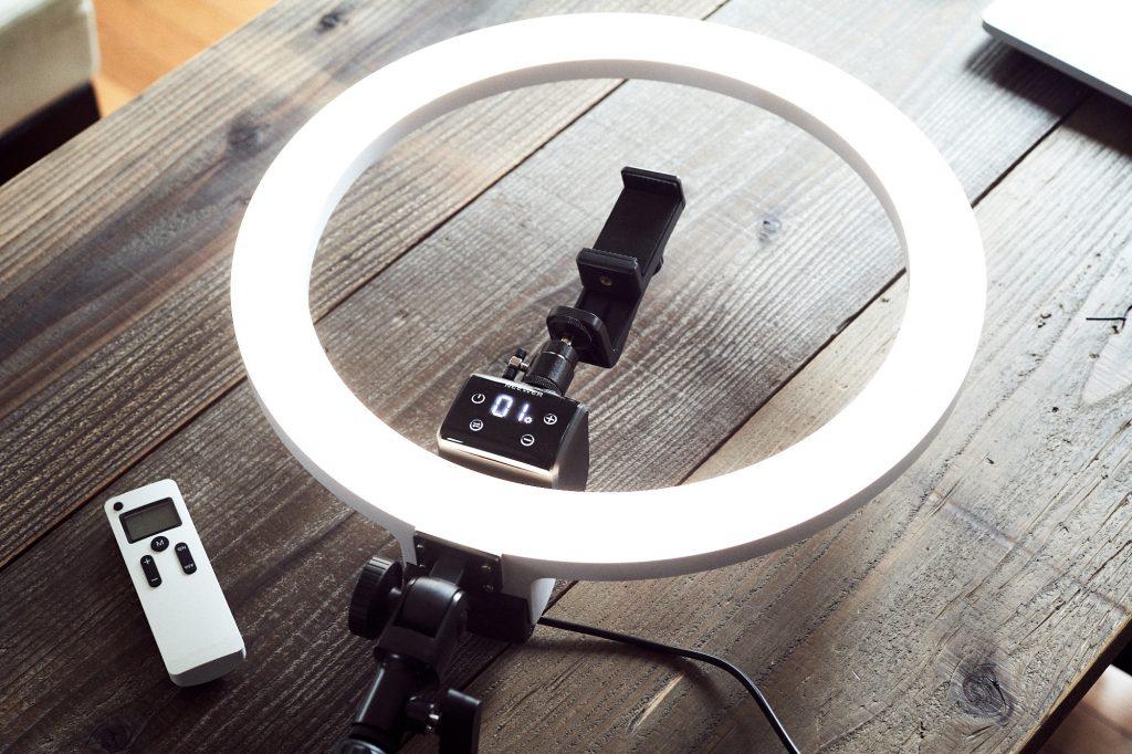 Neewerの16インチ LEDリングライトは物撮りにも使える