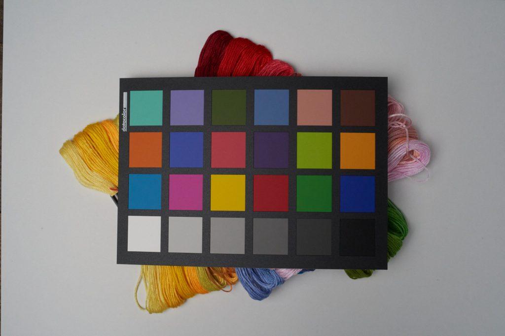カラーチェッカーを使って、正確な色を再現する